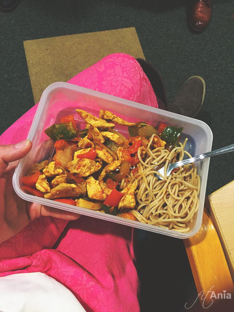 Przez okres przygotowań do zawodów nie mogę sobie pozwolić na żadne odstępstwa od diety! Dlatego pudełeczka z jedzeniem zabieram ze sobą zawsze i wszędzie ;)