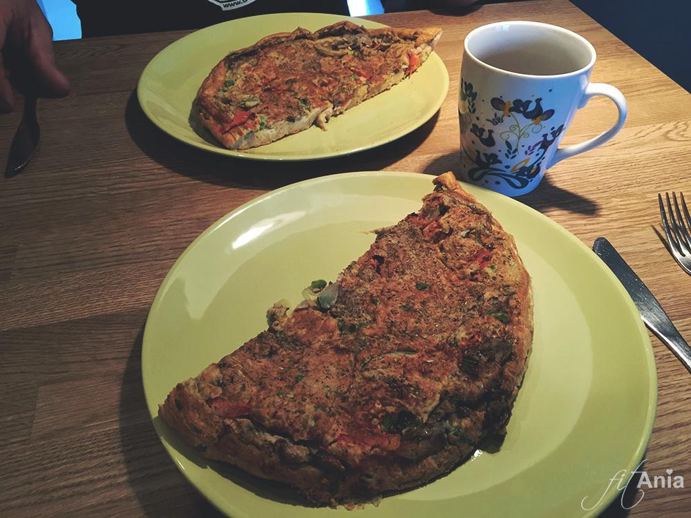 Pizzowy omlet - idealne śniadanie dla miłośników pizzy na redukcji! ;)