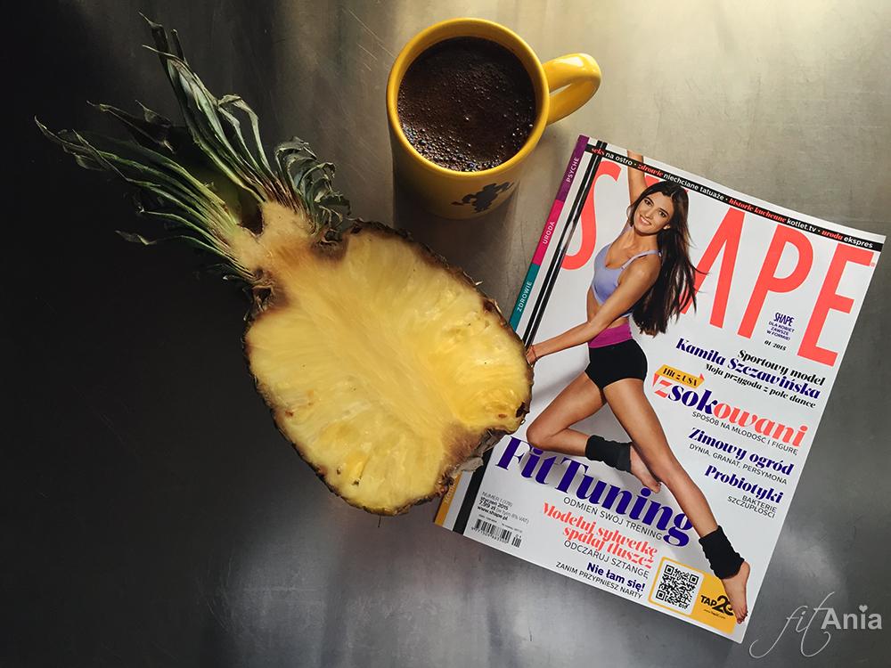 Czarna kawa i kawałek ananasa. Jedyne słodycze, na jakie aktualnie mogę sobie pozwolić. Żadnych cheat meal'i przez najbliższe miesiące.
