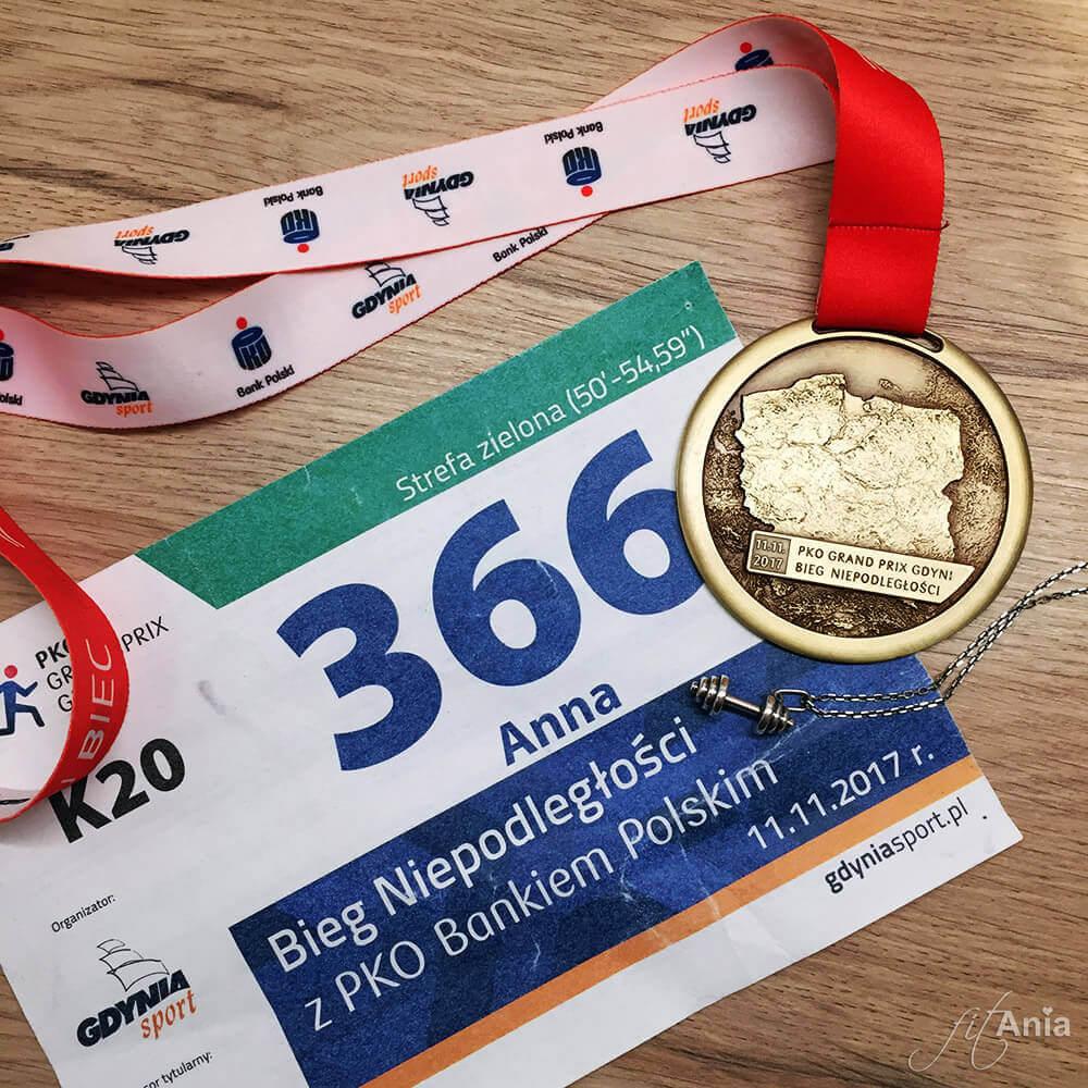 Bieg Niepodległości - medal, numer startowy i naszyjnik z hantlem