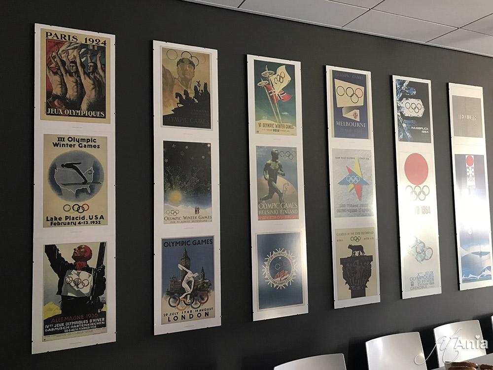 Olimpijskie plakaty w siedzibie firmy Nutrend