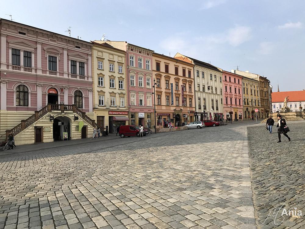 Kolorowe zabytkowe kamieniczki w Ołomuńcu