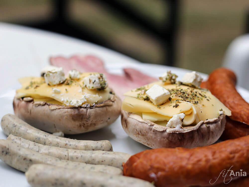 Pieczarki z grilla faszerowane serem - wersja z serem feta
